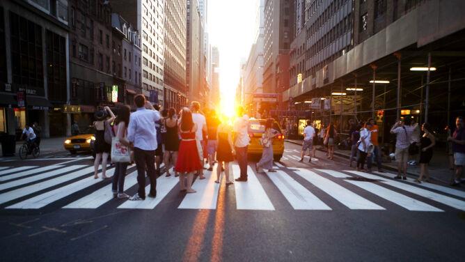 Manhattanhenge na nowojorskim niebie. Niecodzienny zachód słońca