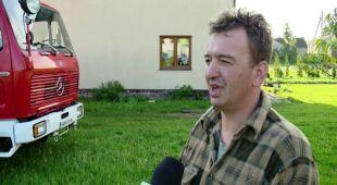 """""""Tu mało krów nie pozabijało"""". W pięć minut wichura pozrywała dachy (TVN24)"""